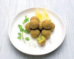 Per una tavola allegra e salutare ecco delle invitanti polpettine di quinoa e legumi freschi, preparate senza l'utilizzo di latticini e glutine