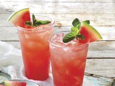 Watermelon, mint, lime, and ginger come together to make this wonderfully refreshing pitcher drink. Ginger beer gives these mojitos a spicy kick and nice effervescence, but you can substitute ginger … Ginger Mojito, Ginger Fizz, Freshly Squeezed Orange Juice, Fresh Lime Juice, Watermelon Margarita, Watermelon Mint, Spicy Drinks, Bourbon Drinks, Drinks With Ginger Beer