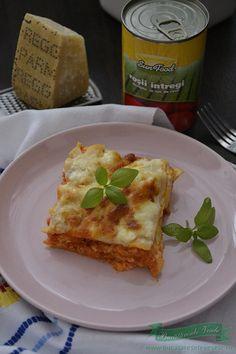 Lasagna cu piept de pui si rosii intregi in suc de rosii de la Sun Food.Cea mai buna lasagna cu piept de pui si foi pregatite in casa. Foi de lasagna.