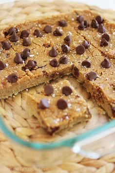 Flourless Chocolate Chip Chickpea Blondies with Sea Salt – These vegan and GF buttery salted chocolate chip blondies are simple, high protein and taste JUST like chocolate chip cookies! | thecomfortofcooking.com