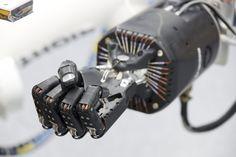 Pitt Team Mind-Controlled Robot Arm - Google 検索