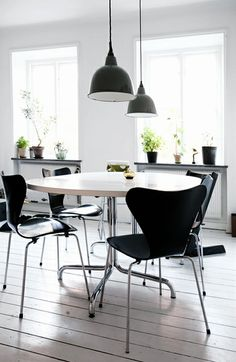 Via NordicDays.nl | Black and White Kitchen in Malmö