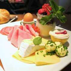 Frühstück im Ulrich - giveherglitter City Guides, Vienna, Panna Cotta, Eat, Breakfast, Ethnic Recipes, Food, Stand Up, Treats