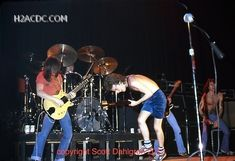 1977/11/27 - USA, Atlanta, Capri Theater | Highway To ACDC : le site francophone sur AC/DC