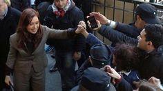 El juez Claudio Bonadio dictó la inhibición de bienes de Cristina Kirchner