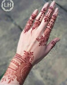 Beautiful Easy Finger Mehndi Designs Styles contains the elegant casual and formal henna patterns to try for daily routines, eid, events, weddings Finger Henna Designs, Mehndi Designs 2018, Modern Mehndi Designs, Mehndi Design Pictures, Mehndi Designs For Fingers, Beautiful Henna Designs, Henna Tattoo Designs, Mehandi Designs, Finger Mehndi Style