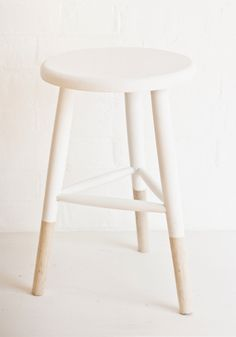 wooden-stool-white-nature-bodie-and-fou