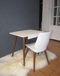 Un ensemble ravissant dans le style Baumann revu en blanc et bois foncé