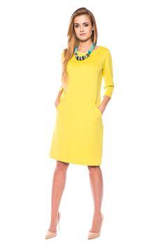 8076abd3b7 Dzianinowa sukienka do kolan w intensywnym limonkowym kolorze. Prosta forma  z rękawem do ramion i