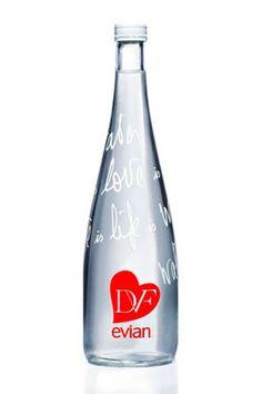 La nueva botella edición limitada de Evian por Diane von Furstenberg