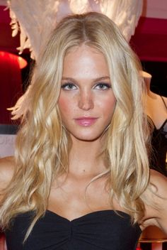 Erin Heatherton. One of my favorite Victoria's Secret models. Cute, girly and natural
