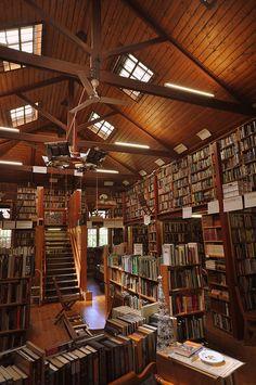 Dream library...Book Now book store in Bendigo, Victoria, Australia