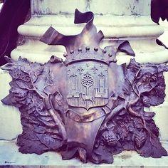 onument aux Morts de 1870 par l'architecte P.Pujol & le sculpteur T.Barrau, allées François Verdier (juste à côté de cette baraque, recensée contrairement au monument, d'où la localisation^^).