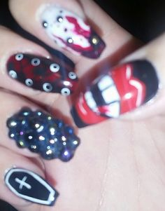 halloween horror vampire lips teeth blood victorian corset black red hand-painted patterns studs bling inspired ideas 3D nail art design coffin gel acrylic