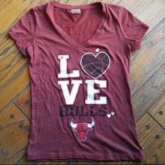 NBA Chicago Bulls tshirt  NBA Chicago Bulls t-shirt cotton and polyester. Worn but in good condition. Size medium but runs small NBA Tops Tees - Short Sleeve