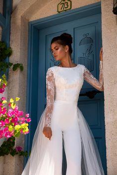 Wedding Pantsuit, Wedding Suits, Wedding Attire, Wedding Gowns, Lace Wedding, Jumpsuit Elegante, Casual Bride, Bridal Dresses, Prom Dresses