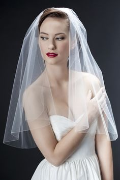 "ellen veil  You can't beat this classic look! A gently curving drop veil with the tiniest of pencil trims. Subtle, sophisticated…perfect! Shown in 30"" but looks great in almost any length!"