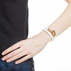 Белый кожаный браслет с пряжкой