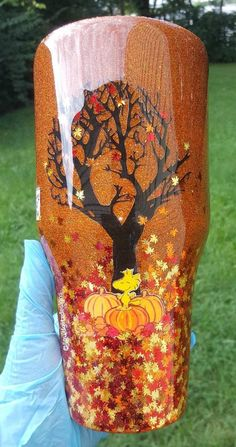 Great Pumpkin Comic Inspired Leaves Glitter Tumbler Shown in 40 and 20 oz Diy Tumblers, Custom Tumblers, Glitter Tumblers, Loose Glitter, Glitter Cups, Diy Resin Crafts, Tumbler Designs, Cup Design, Tumbler Cups