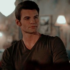 Elijah Vampire Diaries, Vampire Diaries The Originals, Elijah The Originals, Graveyard Girl, Davina Claire, Original Memes, Bonnie Bennett, Daniel Gillies, Delena