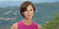 """Elizabeth Vargas opened up about her addiction to alcohol on Friday. I am an alcoholic,"""" Vargas acknowledged to George Stephanopoulos in an . Elizabeth Vargas, Elizabeth Anne, Julianne Hough, Short Hair Cuts, Short Hair Styles, Celebrity Biographies, People News, Hair Styles 2014, Inverted Bob"""