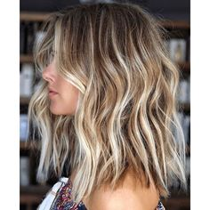 Hot Balayage Beach Waves Hair Looks for Ladies in 2019 Browsing for latest hair color shades to try in these days? We have prepared here a list of best balayage hair colored beach hairstyles for more sexy and hot look in Must try this sensational hai Balayage Hair Blonde Medium, Brown Blonde Hair, Hair Color Balayage, Short Brown Hair With Blonde Highlights, Black Hair, Beachy Blonde Hair, Brunette With Blonde Highlights, Darker Roots Blonde Hair, Highlighted Blonde Hair