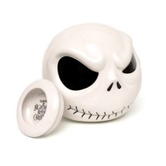 Here's where to store those tasty treats... and how to scare away any cookie thieves! This creepy ceramic jar looks just like Jack Skellington from The Nightmare Before Christmas, with raised facial features and a lid with a rubber seal.