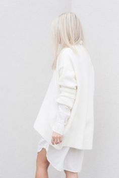 White On White: classic winter look with sweater | Fashion + Photography | Photo: Michaela |