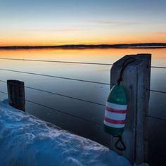 Buoy oh buoy this sunset on the St. Andrews pier takes our breath away. // Le soleil et la mer font la paire près du quai de Saint Andrews, Nouveau-Brunswick. Photo: @AlgonquinResort / Instagram #ExploreNB