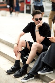 The strongest street style at Paris Fashion Week S/S '17