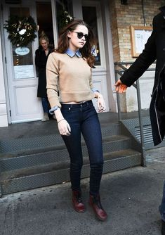 Kristen Stewart: Sarabeths Lunch in New York City!: Photo Kristen Stewart heads out to lunch at popular home style restaurant Sarabeths on Thursday (December in New York City. Tomboy Outfits, Tomboy Fashion, Casual Outfits, Cute Outfits, Fashion Outfits, Casual Clothes, Kristen Stewart, Estilo Tomboy, Tomboy Stil