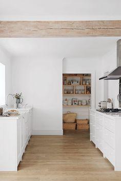 Scandi style kitchens: how to create a Scandi kitchen interior - Scandinavian Design Trends - Have Best Home Decor ! Scandi Home, Scandi Style, Scandinavian Home, Minimalist Kitchen, Minimalist Decor, Home Decor Kitchen, Interior Design Kitchen, Kitchen Ideas, Bathroom Interior