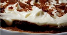 Csupa csoki pite krémsajt kalappal recept képpel. Hozzávalók és az elkészítés részletes leírása. A Csupa csoki pite krémsajt kalappal elkészítési ideje: 75 perc Pudding, Sweets, Baking, Recipes, Food, Gummi Candy, Custard Pudding, Candy, Bakken