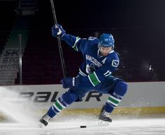 Ryan Kesler, Vancouver Canucks Football And Basketball, Sports Baseball, Baseball Field, Football Helmets, Hockey Games, Ice Hockey, Canada Travel, Canada Trip, Ryan Kesler