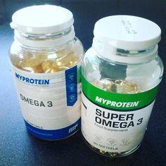 Omega 3 - 120mg de DHA por capsula  Super omega 3 - 90mg de DHA por capsula  Durante a #gravidez a quantidade de DHA recomendada é de 200 a 300mg por dia. @projetopeledeprincesa optei pela omega 3 simples pois nao é tao concentrada. <3  Podem adquirir na @myprotein_pt e conseguir 10% de desconto com o meu codigo JBANANA10 <3  www.raparigamoderna.com #joanabbl #fitmom #mamafit #omega3 #myprotein