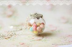 Pasteles Macarons vidrio cúpula collar  por miniaturepatisserie