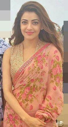 Elegant Indian Saree look. Saree Jacket Designs, Sari Blouse Designs, Saree Dress, Saree Blouse, Sleeveless Blouse, Indian Beauty Saree, Indian Sarees, Kurta Designs Women, Saree Models