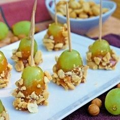 Caramel Apple Grapes...They taste JUST like little mini caramel apple bites! // fun hors d'oeuvres for holiday parties