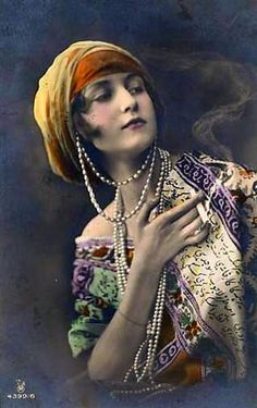 vintage gypsy tinted photo - this girl has some attitude! #girlgotstyle