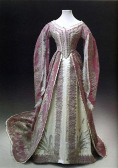 Court dress worn by the young Maria Feodorovna, 1860's.  Dress from the Historical State Museum (Moscow)