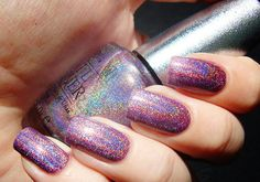 Holographic nails?! Yes please! Does anyone know the name of this one?