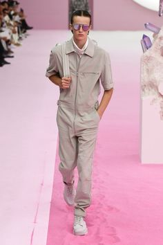 Discover recipes, home ideas, style inspiration and other ideas to try. Dior, Mens Fashion Week, Videos, Smart Menswear, Casual Menswear, Fashion Menswear, Information, Spring, Business News