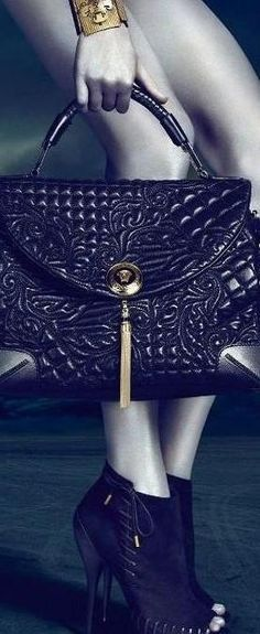 Versace #moda #fashion #cuero #leather #bolsos #bags #zapatos #shoes…