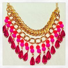 Collar VIctoria en Rojo, Fucsia, Naranja, $140 en https://ofeliafeliz.com.ar