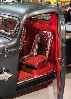 ◆ Visit ~ MACHINE Shop Café ◆ (The interior of Tim Gunsalus 1946 Chevrolet pick-up. A clear view is shown with the suicide doors open) Custom Car Interior, Truck Interior, Interior Ideas, Old Pickup Trucks, Hot Rod Trucks, Custom Trucks, Custom Cars, Bomber Seats, Car Upholstery