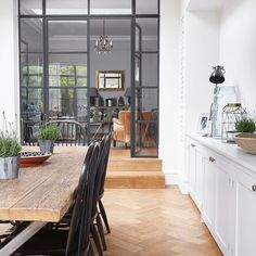 Completely love the use of internal crittall. Just the way they separate living areas but still connecting and all that natural light coming through. @blakesldn #saturday #saturdayinspiration #windowanddoors #doors #window #crittall #architecture #interiordesign #interiors #interiorstyle #interiorstyling #interiorinspo #homedecor #homestyle #homedesign #homestyling #interiorsblogger #interiorsblog #homeblog #homeblogger #inspo #interier #myhomevibe #2018style #2018interiors