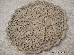 Free Crochet Doily Patterns - Karla's Making It Crochet Doily Rug, Free Crochet Doily Patterns, Crochet Dollies, Crochet Circles, Crochet Home, Thread Crochet, Filet Crochet, Crochet Crafts, Crochet Stitches