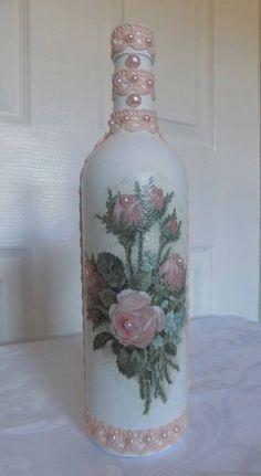 Rose lady decoupage by Wendy - Salvabrani Pop Bottle Crafts, Diy Bottle, Bottle Art, Recycled Glass Bottles, Painted Wine Bottles, Lighted Wine Bottles, Wrapped Wine Bottles, Christmas Wine Bottles, Decoupage Vintage