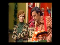 Carol Burnett and Alan Alda Christmas Special Duet ▶ The Carol Burnett Show - Nobody Does It Like Me - YouTube