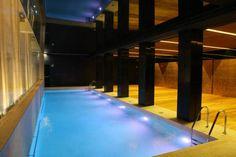 Si tienes puente este fin de semana, ¡aprovecha para visitar Zaragoza! En el Hotel Alfonso gozarás de una situación privilegiada, dispondrás de la máxima comodidad en sus habitaciones y podrás darte un baño relajante en la piscina climatizada. No te lo pienses y reserva ya :)